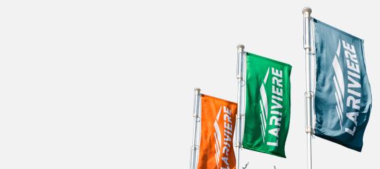 Mástiles y banderas de interior y exterior